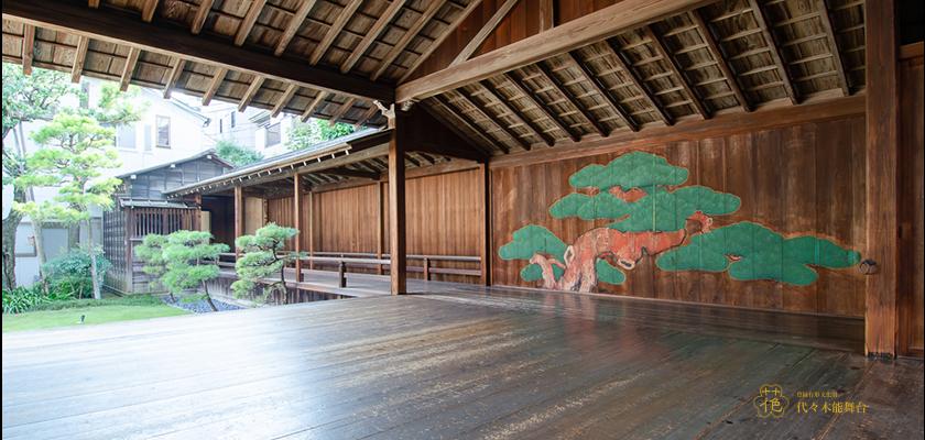 京都西本願寺の北能舞台(国宝)を模している